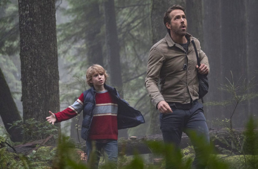 "First Photos From Ryan Reynolds Upcoming Netflix ""The Adam Project"" Movie"
